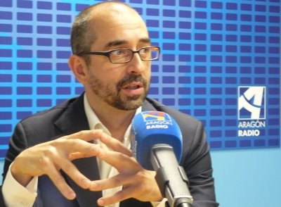 Paco Doblas, en un estudio de Aragón Radio [1]